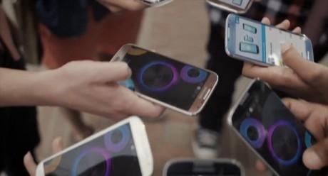 Galaxy S 4 w kolorze brązowym [źródło: YouTube]