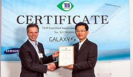 Samsung Galaxy S 4 z certyfikat TCO [źródło: Samsung]