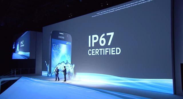 Samsung Galaxy S 4 Active - IP67 [źródło: Samsung Mobile]