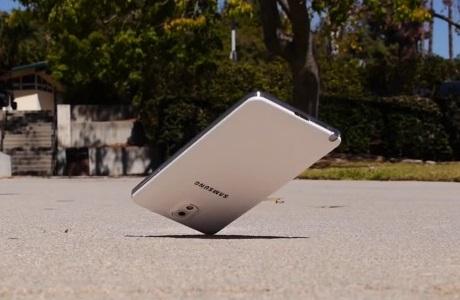 Samsung Galaxy Note 3 - Drop test [źródło: Android Authority]