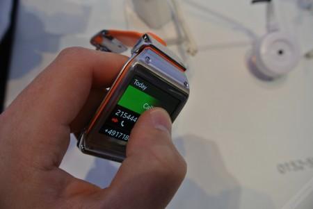 Samsung Galaxy Gear - połączenie  [źródło: galaktyczny.pl]