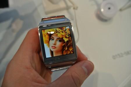 Samsung Galaxy Gear - ekran [źródło: galaktyczny.pl]