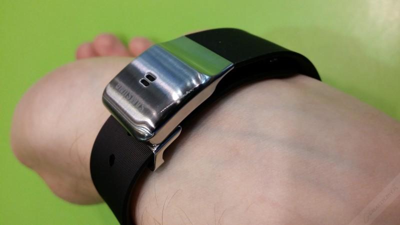Samsung Galaxy Gear - zarysowanie [źródło: galaktyczny.pl]
