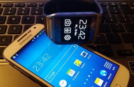 Galaxy S 4 mini i Galaxy Gear [źródło: galaktyczny.pl]