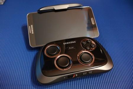 Samsung GamePad EI-GP20 i Galaxy Note 3 [źródło: galaktyczny.pl]