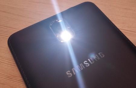 Samsung Galaxy Note 3 - Latarka [źródło: galaktyczny.pl]