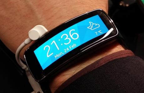 Samsung Gear Fit [źródło: galaktyczny.pl]