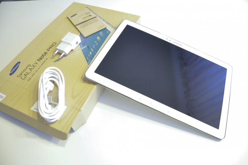 Samsung Galaxy Note PRO i zawartość pudełka / fot. galaktyczny