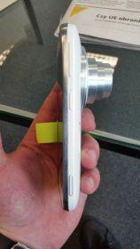 Samsung Galaxy K Zoom - bok