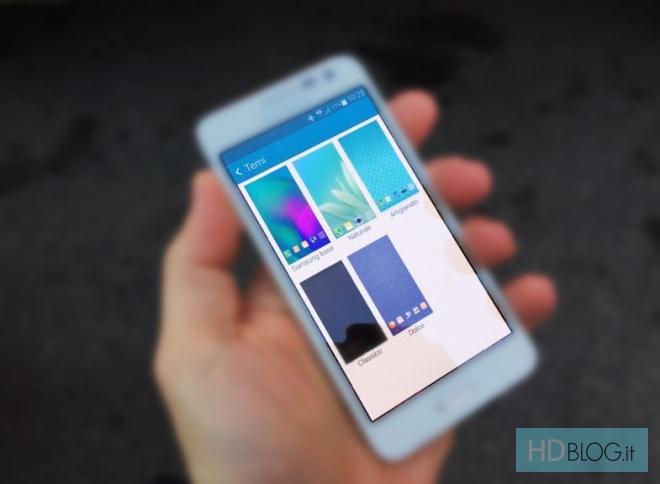 Okno wyboru motywu w TouchWiz