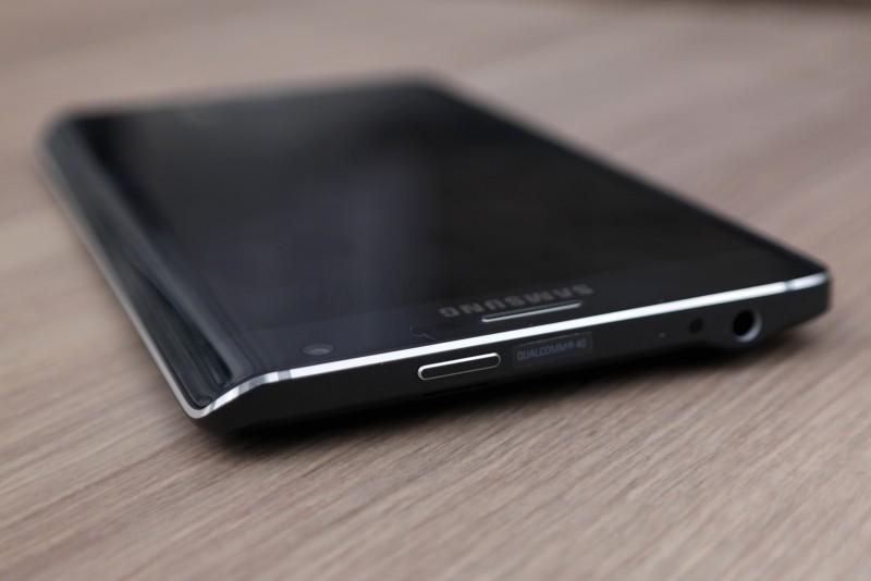 Samsung Galaxy Note Edge - przycisk zasilania / fot. galaktyczny