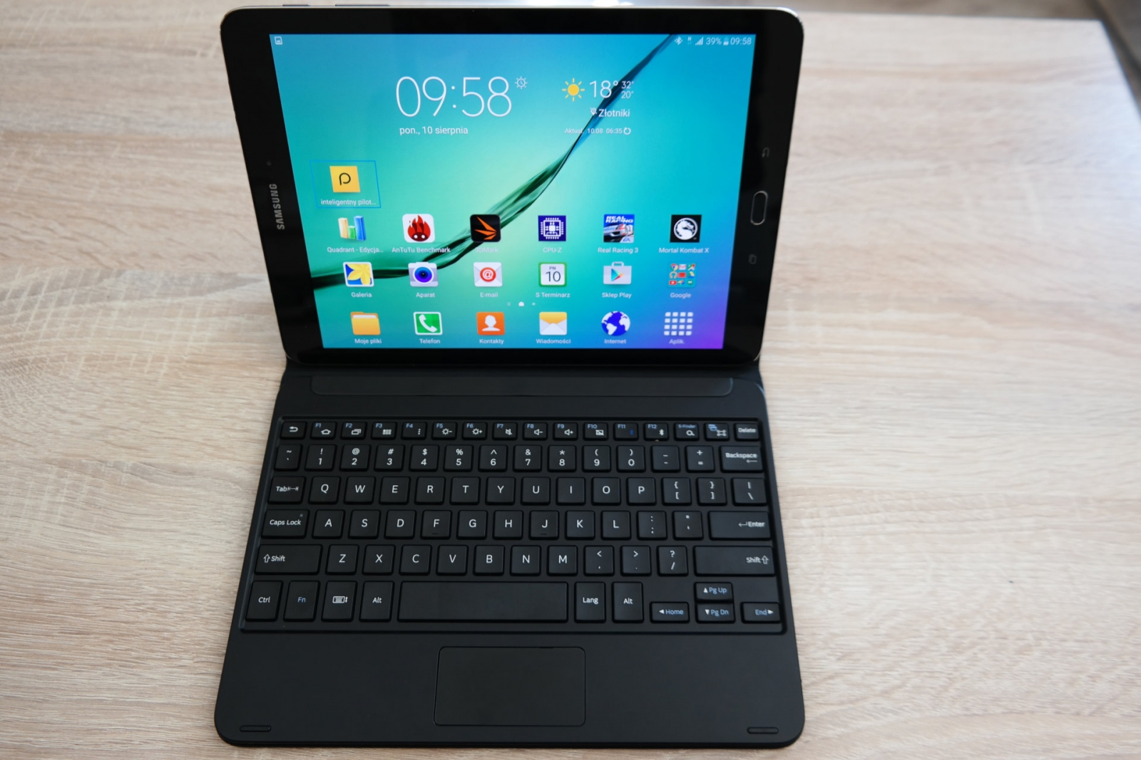 Galaxy Tab S 9.7 z klawiaturą / fot. galaktyczny