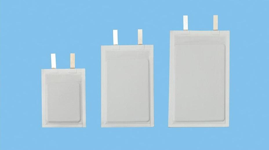 Giętkie baterie o pojemności (od lewej): 17,5 mAh, 40 mAh, 60 mAh