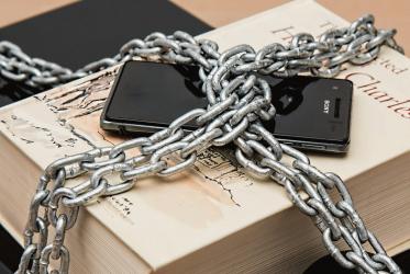 zablokowany-telefon-lancuchy