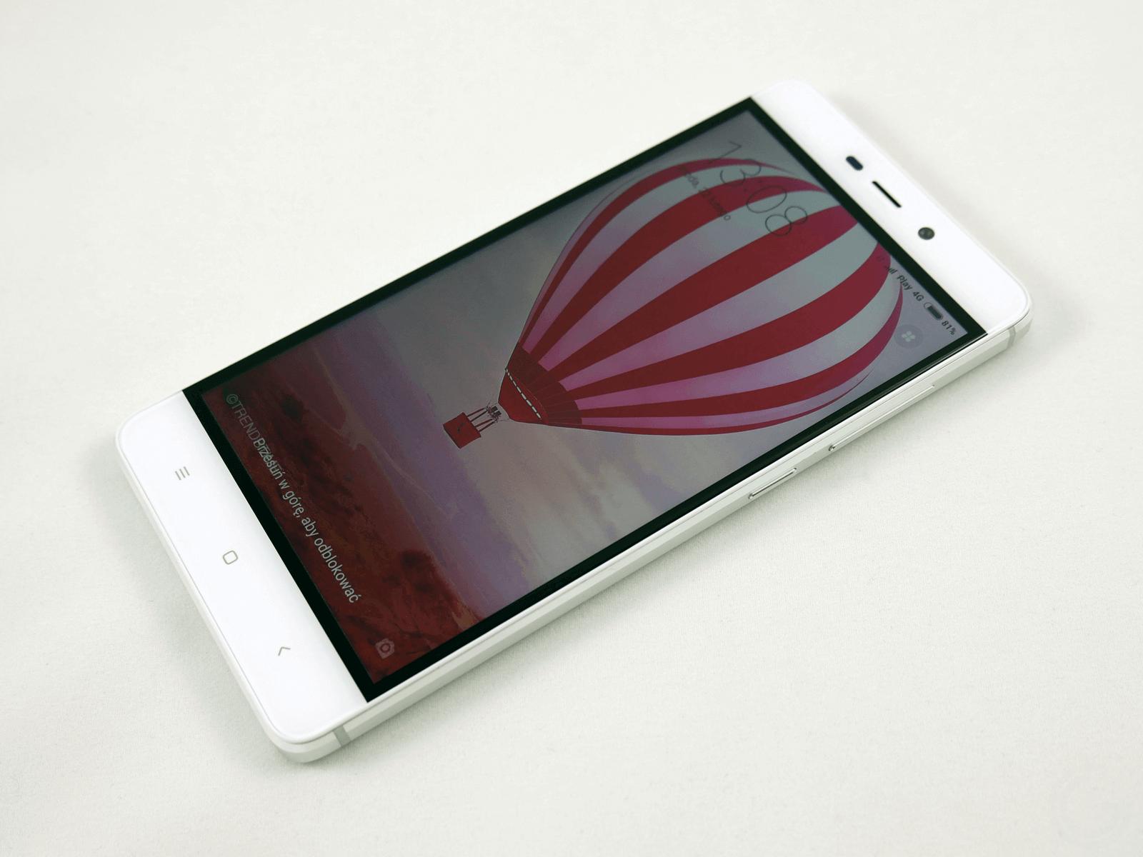 Pod ekranem widać trzy charakterystyczne dla Xiaomi przyciski systemowe Patrząc od prawej strony jest to skr³t do ostatnio otwartych aplikacji i ustawień
