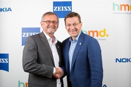 Pekka Rantala (CMO, HMD Global) i Winfried Scherle (EVP, Zeiss)
