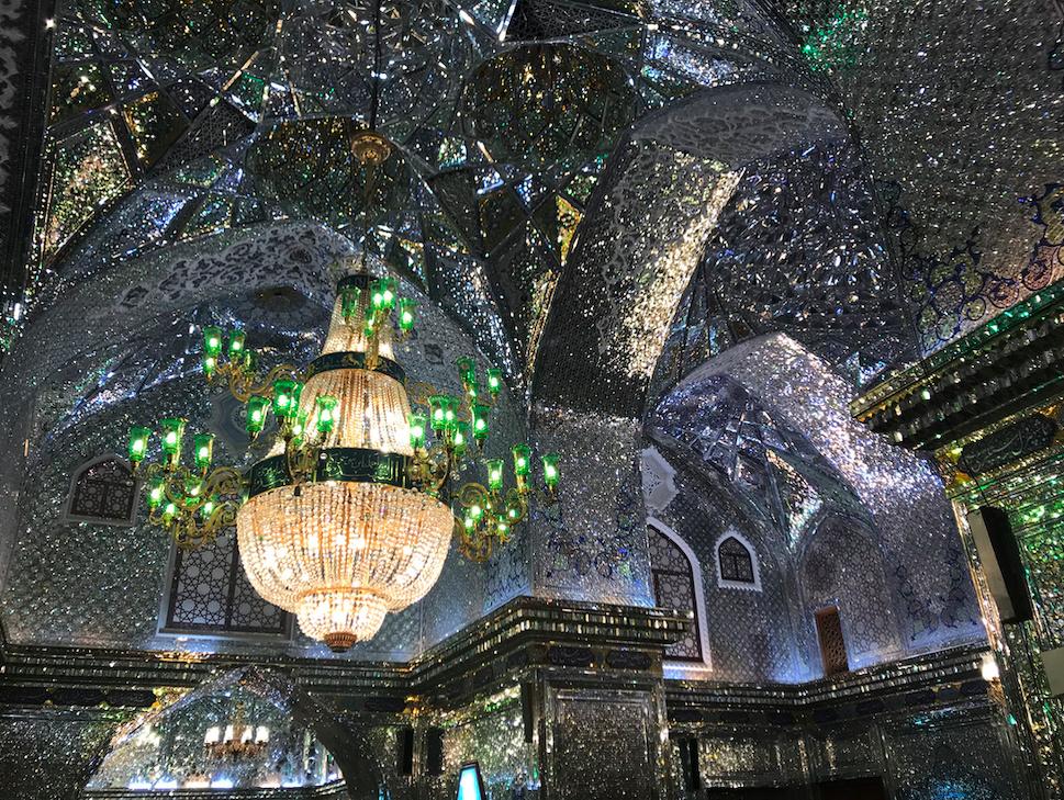 Meczet Shah Cheragh w Shiraz zdobiony kawałkami luster