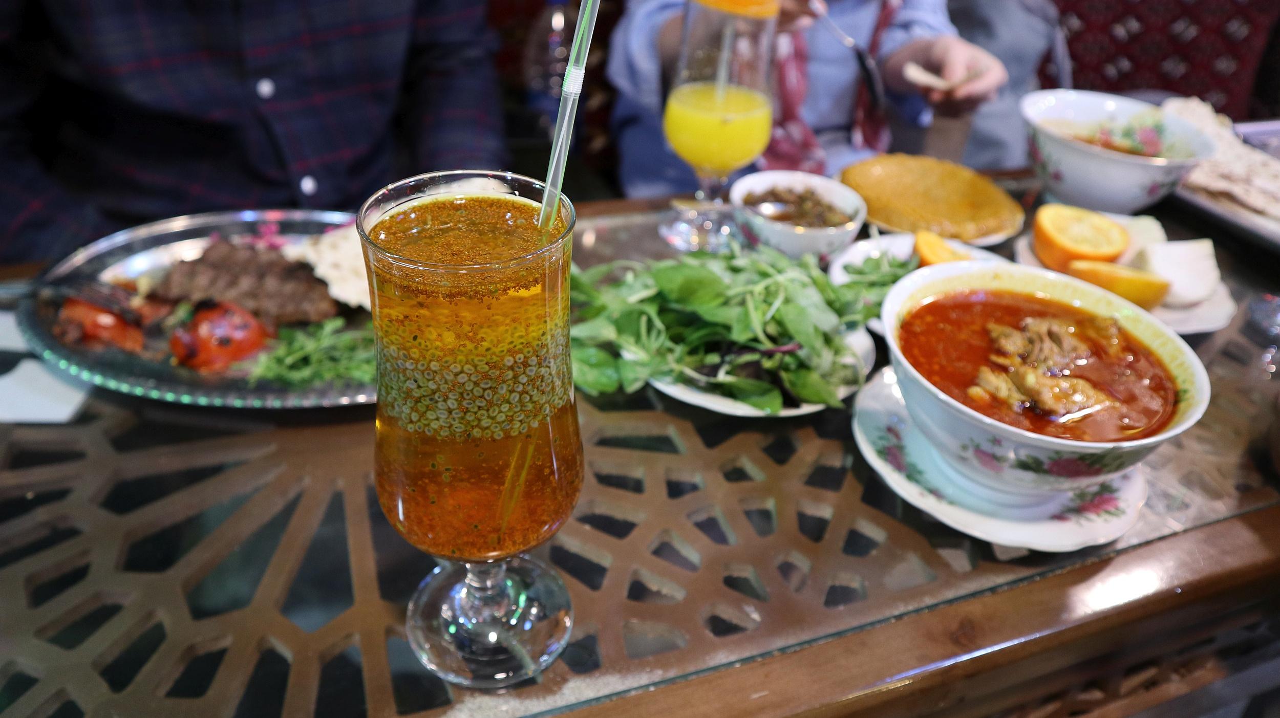 Dobry obiad w Iranie to koszt około 8 złotych