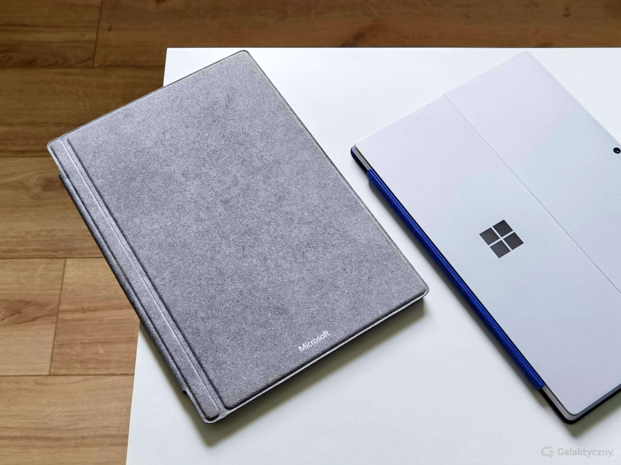 Surface Pro 7 (po lewej), Surface Pro 4 (po prawej)