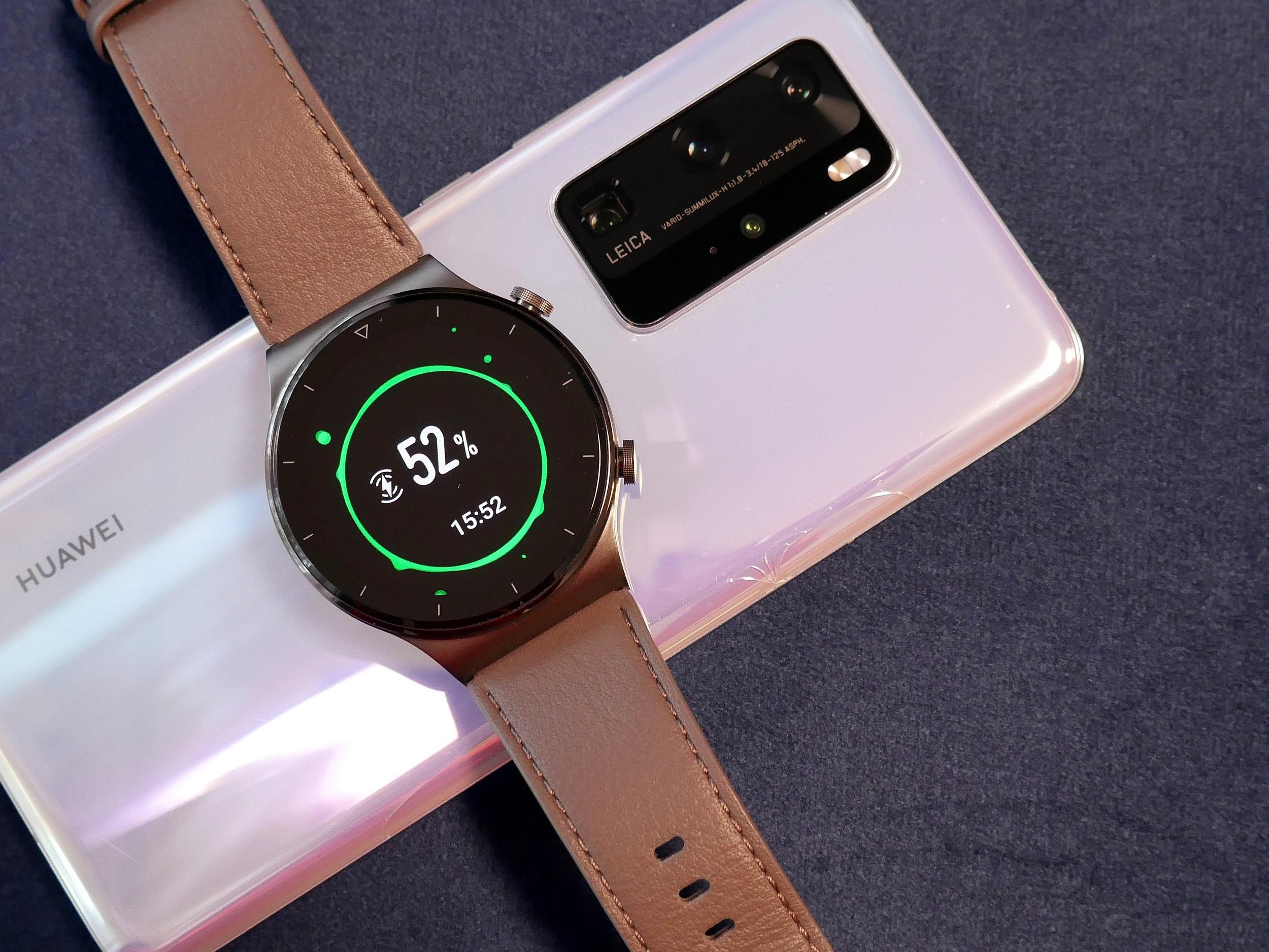 Huawei Watch GT 2 Pro - bezprzewodowe ładowanie zwrotne